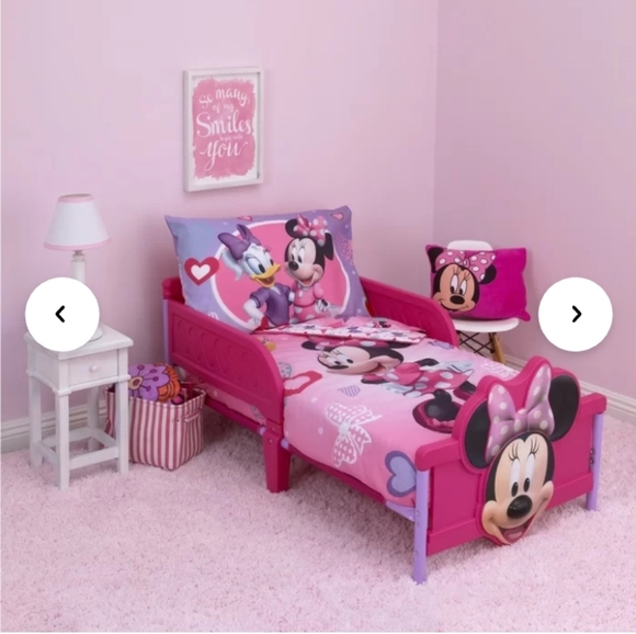 Minnie Mouse Hearts & Bow 2-Piece Bedding Set